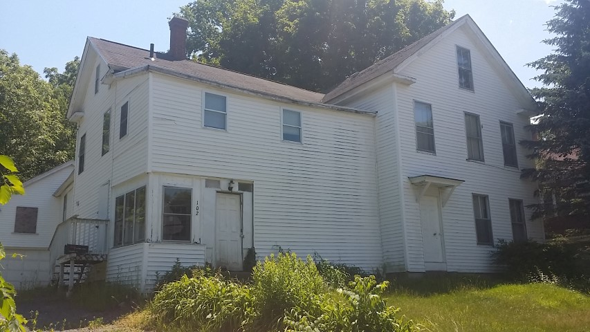 Worcester County foreclosures – 102 Liberty St, Athol, MA 01331