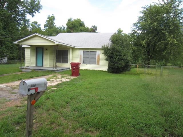 Hugo foreclosures – 104 W Rosewood St, Hugo, OK 74743