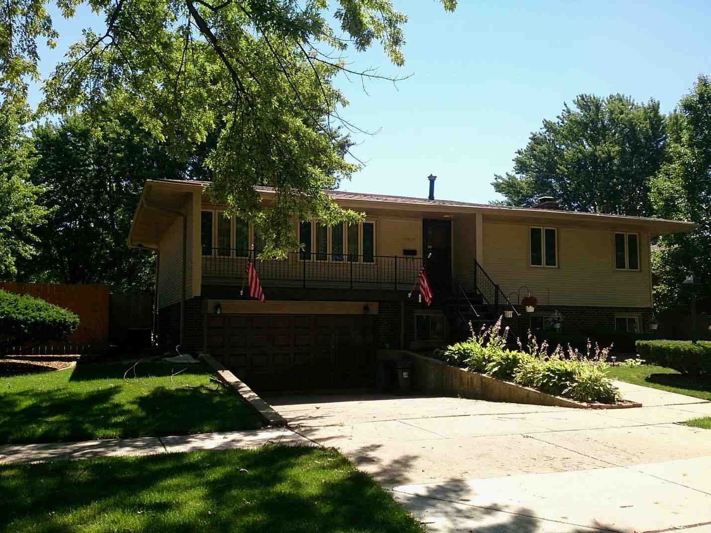 15355 Betty Ann Ln, Oak Forest, IL 60452
