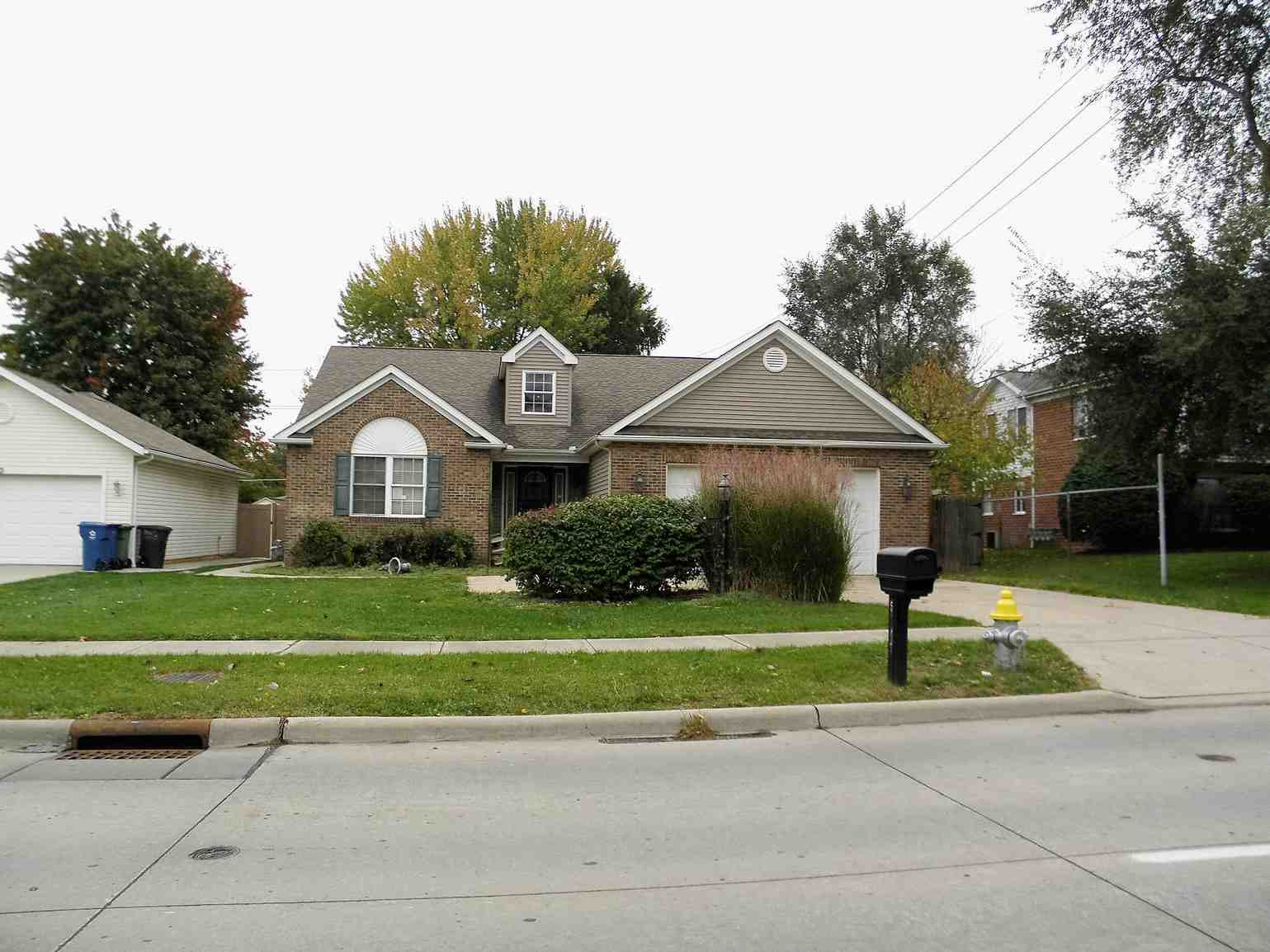 5949 Stumph Rd, Parma Heights, OH 44130