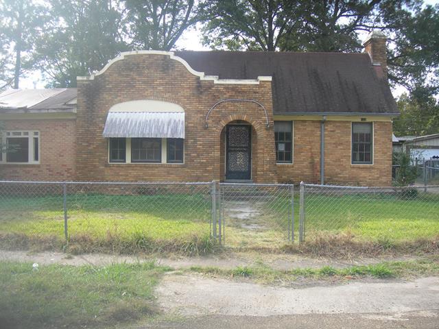 Greenwood foreclosures – 1222 McLean St, Greenwood, MS 38930