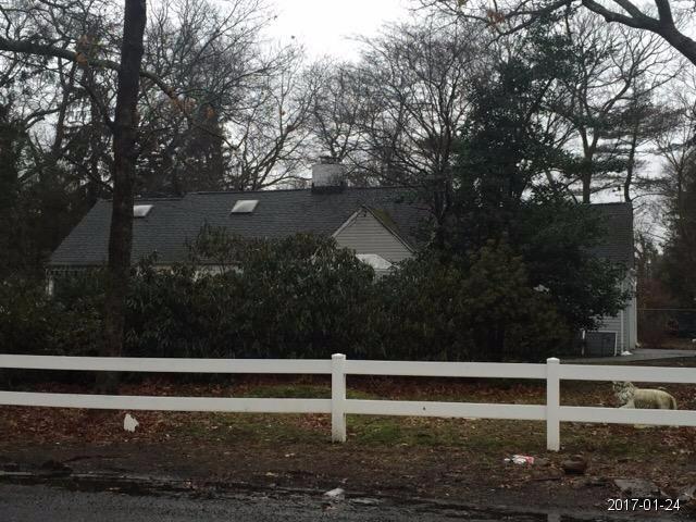 Huntington Station foreclosures – 17 E Rogues Path, Huntington Station, NY 11746